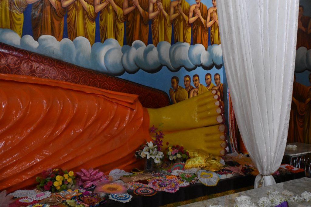 Die ungleichen Zehen des liegenden Buddha