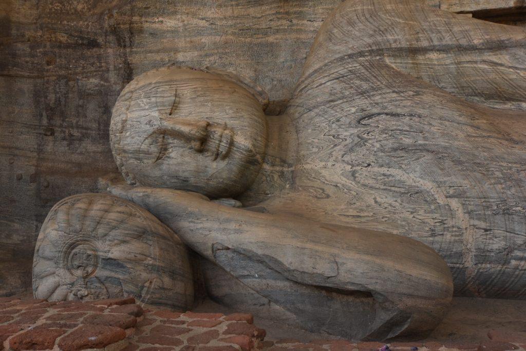 Das liegende Buddha am Gal Vihara