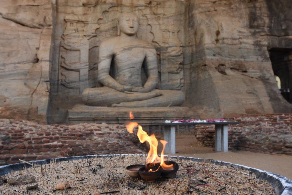Der meditierende Buddha am Gal Vihara