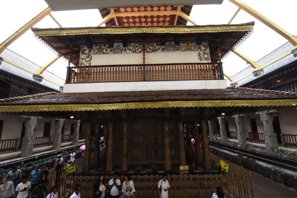 Das goldene Dach des Zahntempels