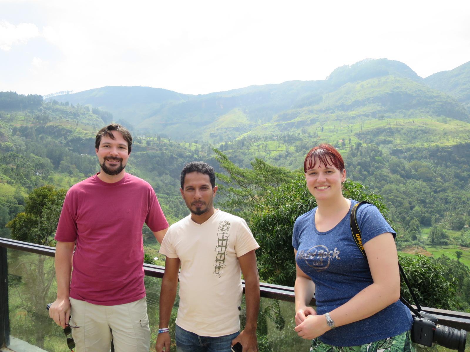 Supun mit der Kiwi Crew im srilankischen Hochland