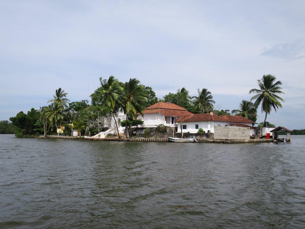 Mitten in der Lagune liegt der Koth Duwa Temple