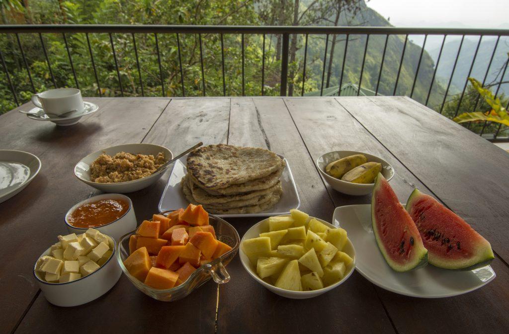 Zum Frühstück gibt es eine ganze Reihe herrlicher frischer Früchte.