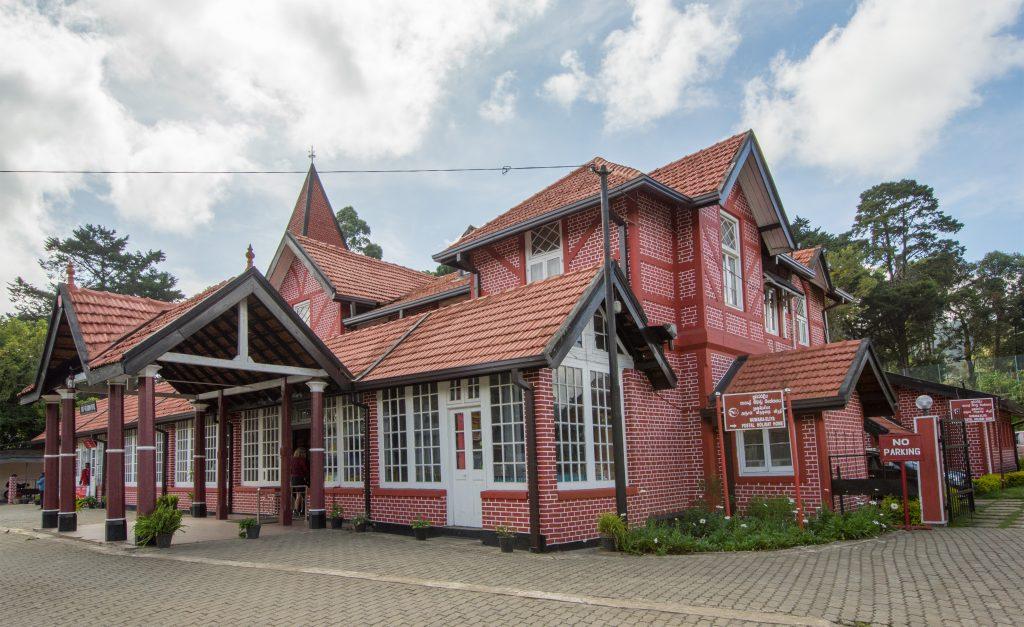 Das Postgebäude von Nuwara Eliya, in dem nach wie vor reger Betrieb herrscht