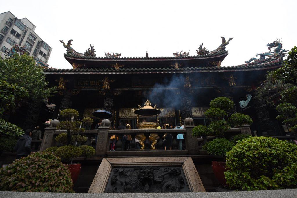 Das Haupthaus des Longshan Tempels