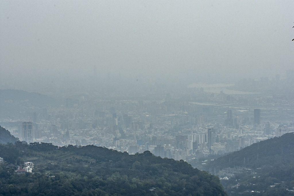 Aus dem Yang Ming Park bei viel Dunst ist das 101 nicht zu sehen