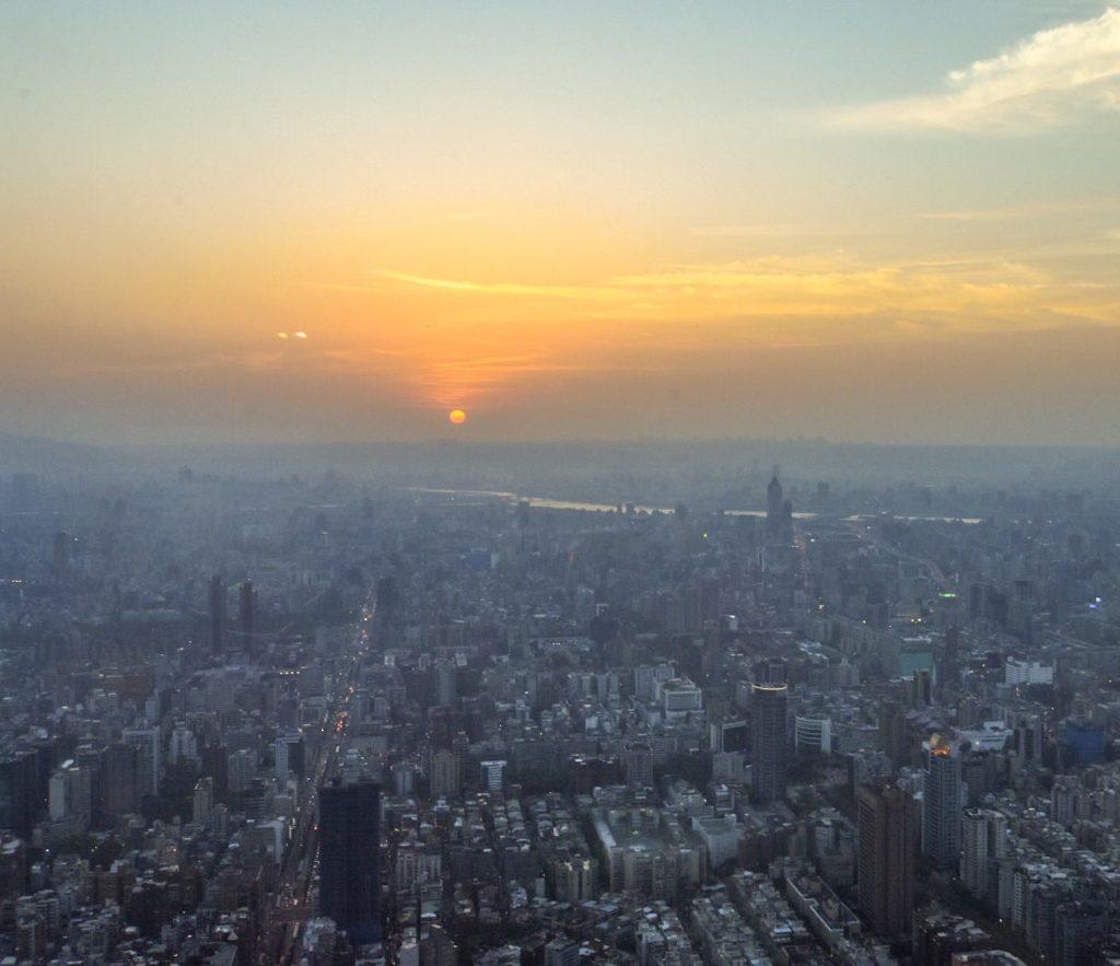 Traumhafter Sonnenuntergang vom Taipei 101 aus